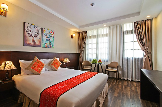 Superior Double Room with Balcony (ban công riêng)