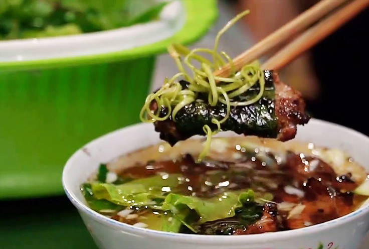 3 special dishes you must-try in the alley next to Dong Xuan Market